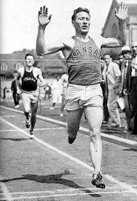 Glenn_Cunningham_competing_circa_1933. wikimedia commons