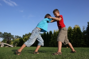 boys-fighting-outside (c) Greenland Dreamstime_com