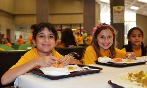 kids_eat_lunch_wikicommons_BotMultiChillT