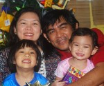 Filipino_family by Jdcgumpal wikimedia commons
