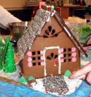 Gingerbread_house by tcr25 via wikimedia commons